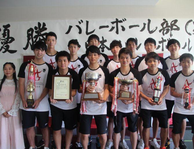 西日本インカレで2連覇を果たしたバレーボール部(男子)の優勝報告会が行われました